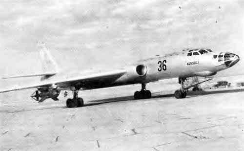 Ту-16 с подвешенной СНАБ-3000