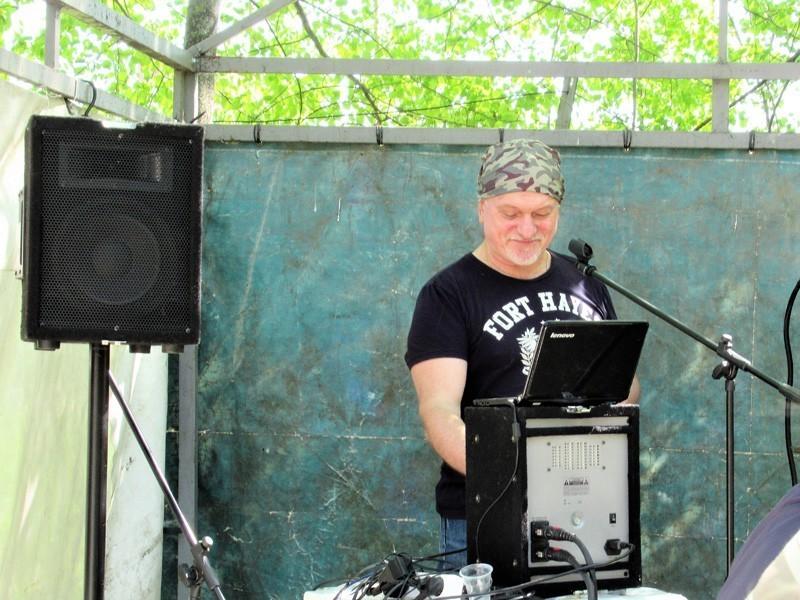 Коллектив ОКБ «АСТРОН» провел субботник, посвященный Дню Победы